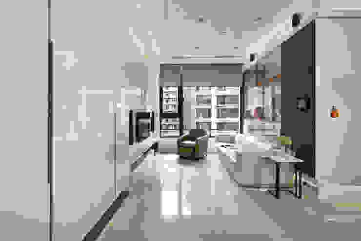 新莊郭公館 现代客厅設計點子、靈感 & 圖片 根據 Moooi Design 驀翊設計 現代風