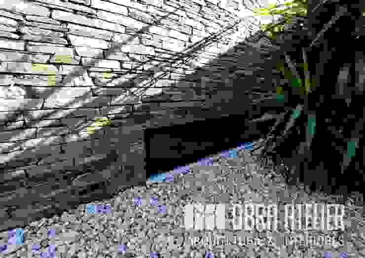 Exterior Paredes e pisos campestres por OBRA ATELIER - Arquitetura & Interiores Campestre