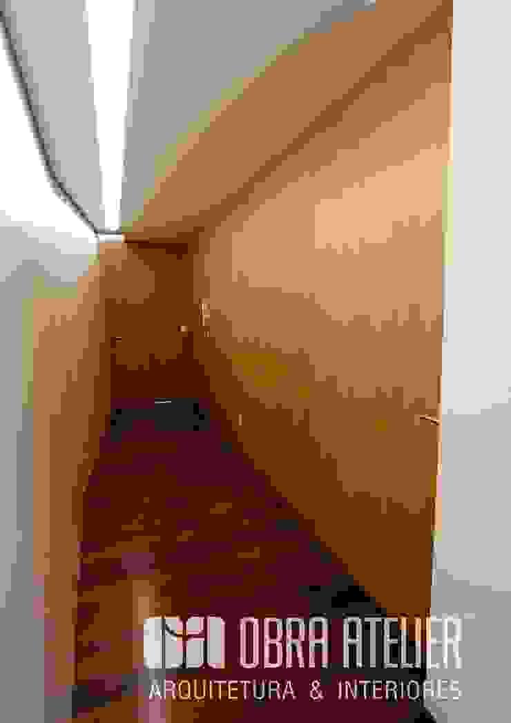 Corredor Corredores, halls e escadas campestres por OBRA ATELIER - Arquitetura & Interiores Campestre