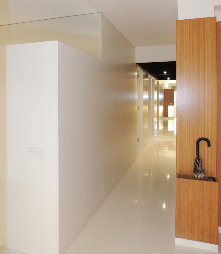 Reforma de piso para una familia de músicos MG arquitectos Pasillos, vestíbulos y escaleras de estilo moderno