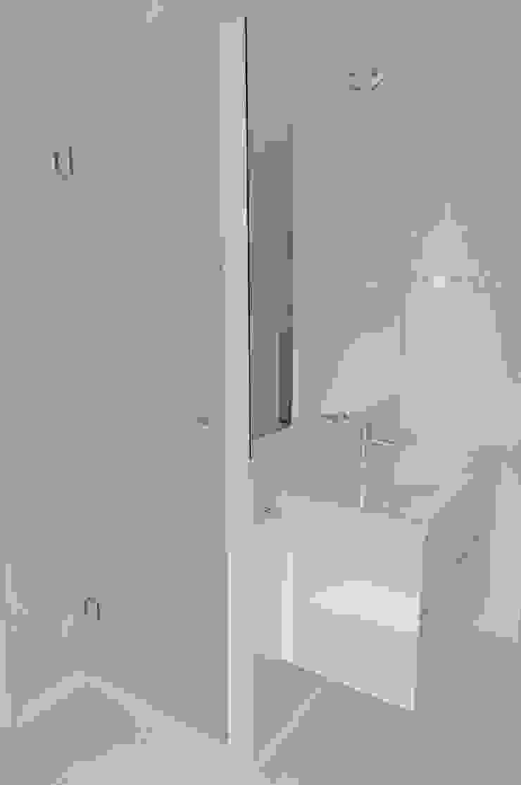 MG arquitectos Minimalist style bathroom