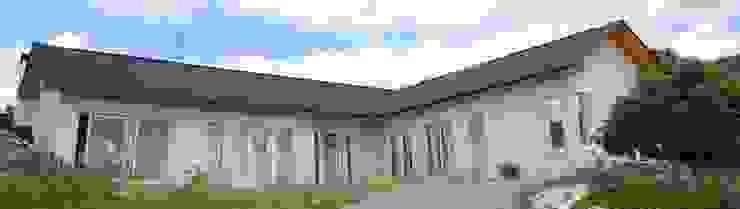 Casa modelo americana en L exclusiva de casasfrau Moderno Madera Acabado en madera