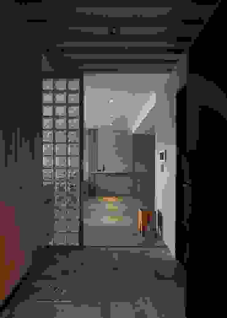 玄關 亞洲風玄關、階梯與走廊 根據 極簡室內設計 Simple Design Studio 日式風、東方風 水泥