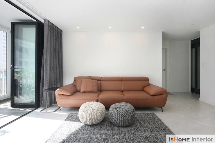 Scandinavian style living room by 이즈홈 Scandinavian
