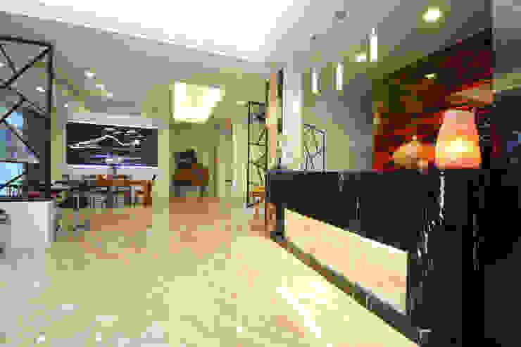 傳藝渡假會館 现代客厅設計點子、靈感 & 圖片 根據 先勁室內裝修有限公司 現代風