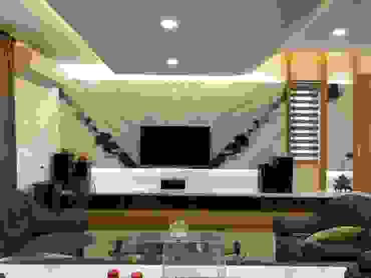 住宅:休 现代客厅設計點子、靈感 & 圖片 根據 先勁室內裝修有限公司 現代風