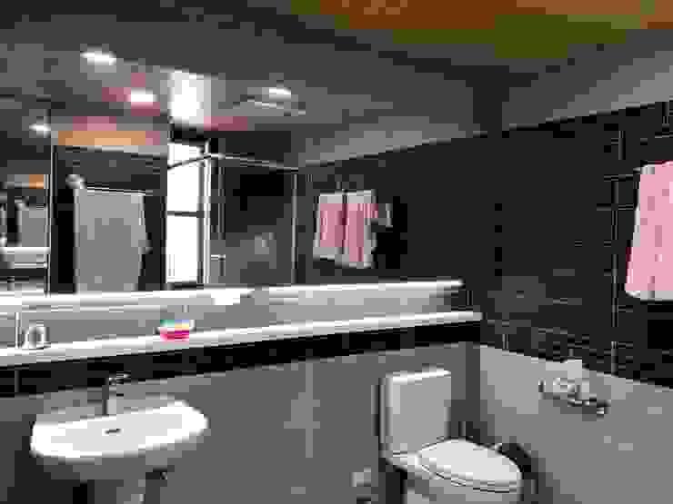 住宅:休 現代浴室設計點子、靈感&圖片 根據 先勁室內裝修有限公司 現代風