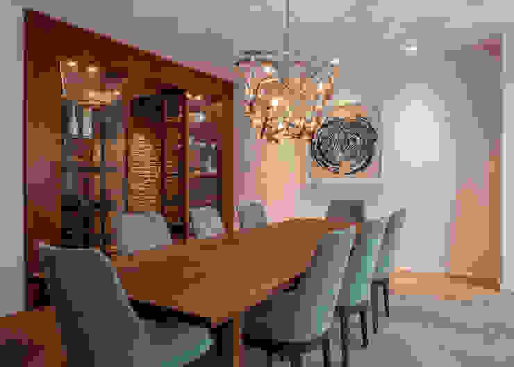 Modern dining room by Sebastian Hopp PHOTOGRAPHY Modern