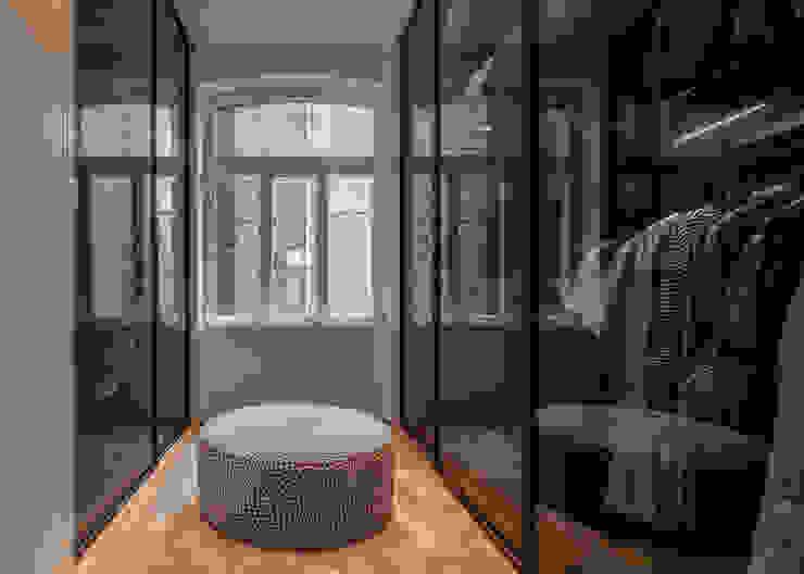 Modern dressing room by Sebastian Hopp PHOTOGRAPHY Modern