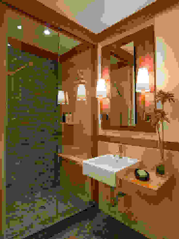 Different ideas for bath room decorations with castle: حديث  تنفيذ كاسل للإستشارات الهندسية وأعمال الديكور في القاهرة, حداثي بورسلان