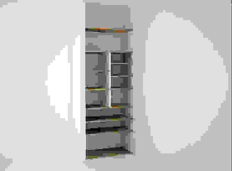 Towers Dormitorios clásicos de Estudio Raya Clásico Compuestos de madera y plástico