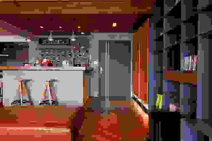 利用客廳一角打造一個吧檯 根據 直方設計有限公司 工業風
