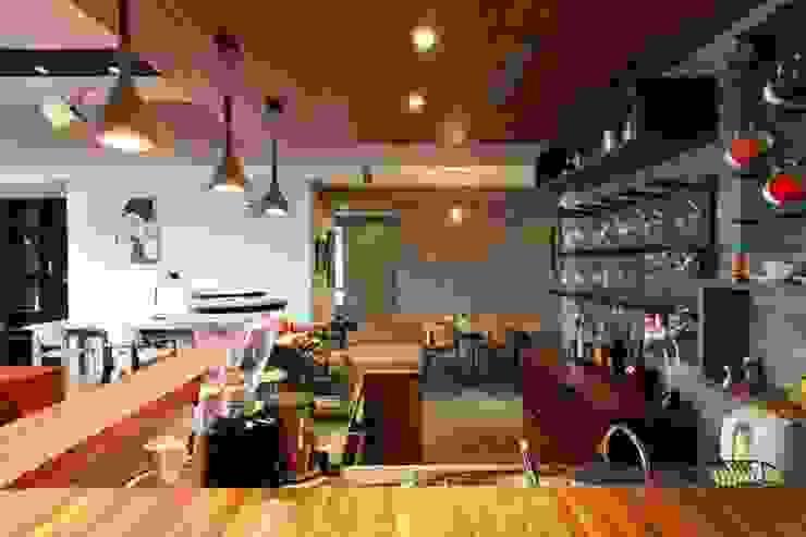 早午餐或是下午茶咖啡都可以在此度過 根據 直方設計有限公司 工業風