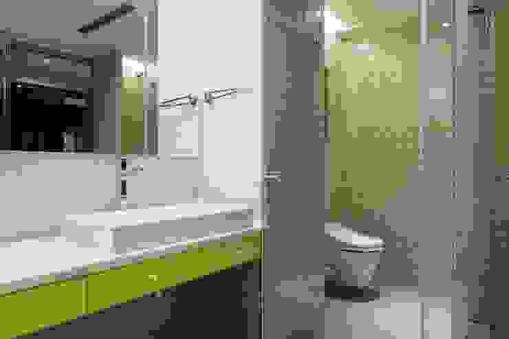 明亮簡潔的主臥衛浴空間 根據 直方設計有限公司 工業風