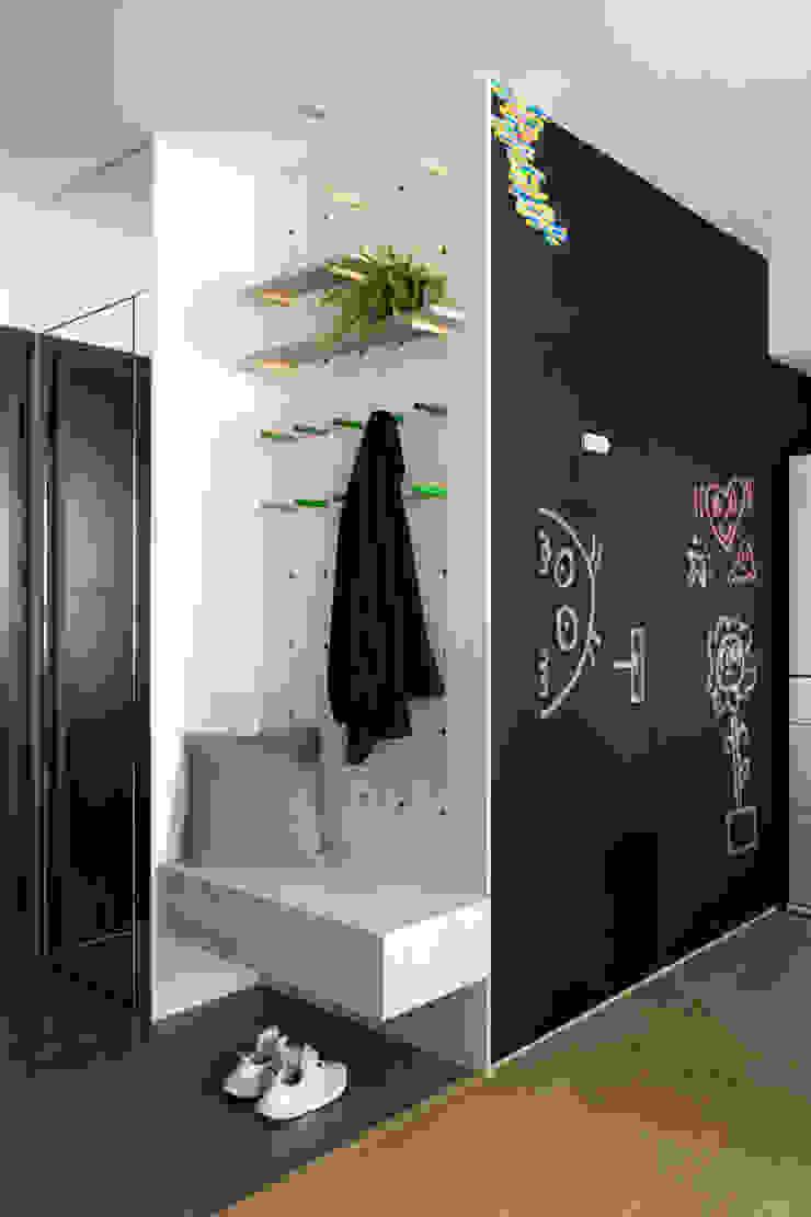 玄關 落塵區 隨意取材風玄關、階梯與走廊 根據 邑田空間設計 隨意取材風