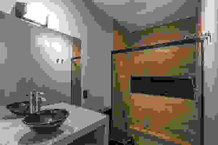 Banheiro do Menino - DEPOIS da reforma Lnormand Interiores Banheiros industriais Concreto Cinza
