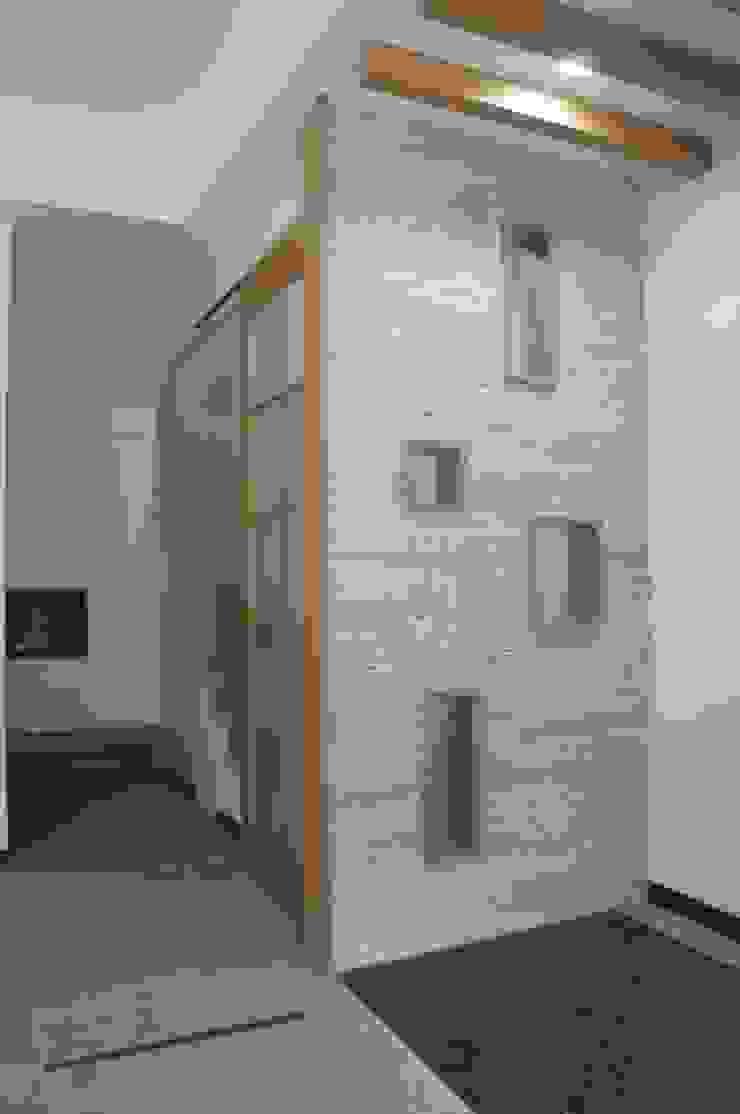 Corredores, halls e escadas asiáticos por houseda Asiático Azulejo