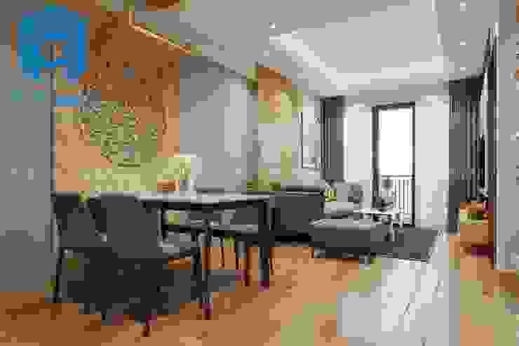 Không gian phòng khách được thiết kế nối liền với phòng bếp khá tiết kiệm diện tích bởi Công ty TNHH Nội Thất Mạnh Hệ Hiện đại