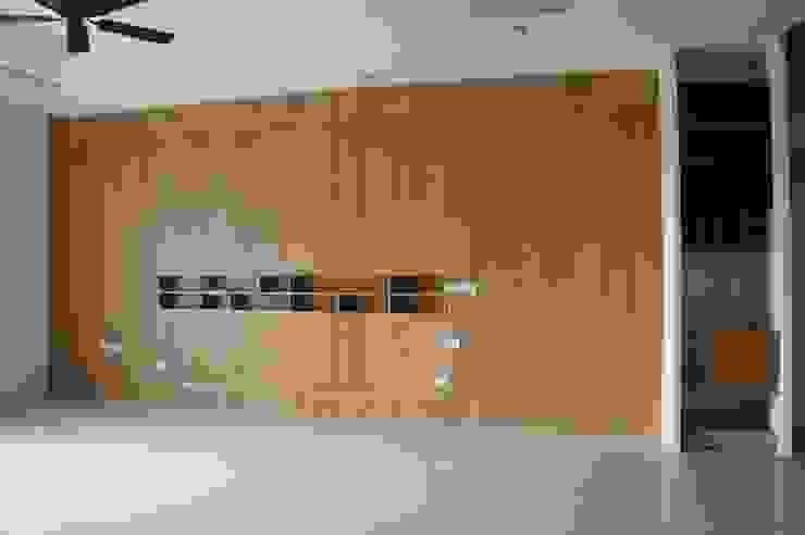 Salas de estar asiáticas por houseda Asiático Madeira Efeito de madeira