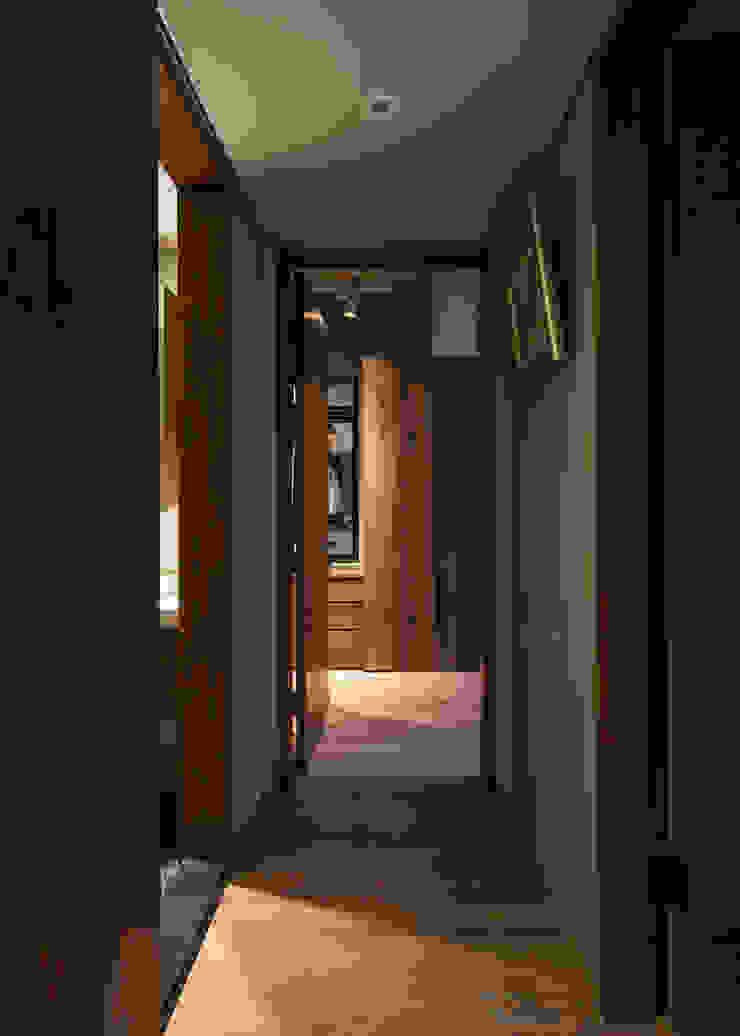 淡水張宅 斯堪的納維亞風格的走廊,走廊和樓梯 根據 東江齋空間設計 北歐風