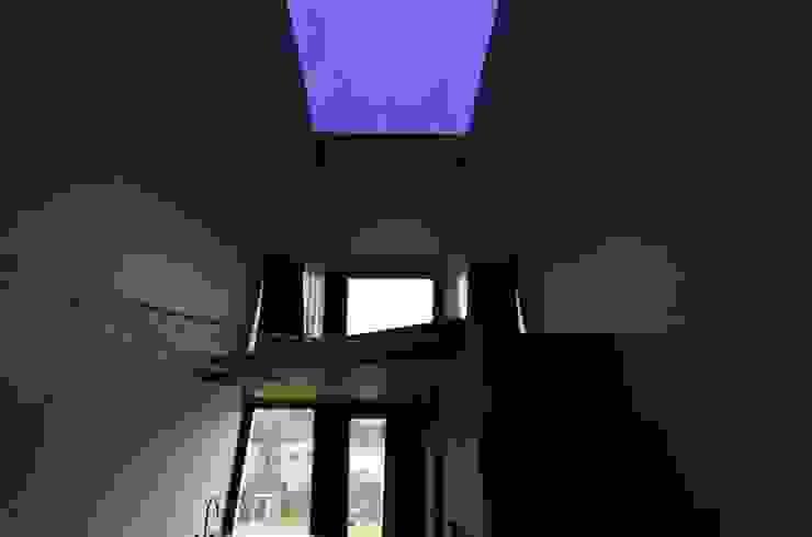이동식주택 <q>호텔 마름모</q> 모던스타일 미디어 룸 by 마룸 모던