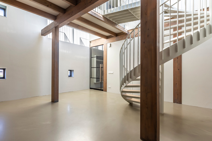 Longhouse Moderne gangen, hallen & trappenhuizen van Boon architecten Modern Massief hout Bont