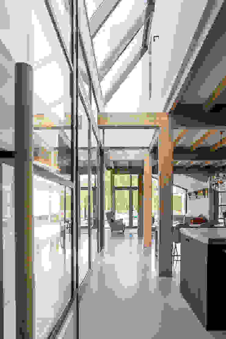 Longhouse Moderne keukens van Boon architecten Modern