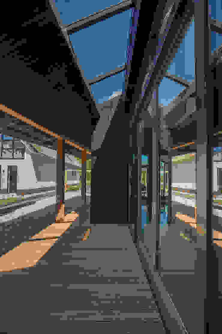Longhouse van Boon architecten Modern Massief hout Bont