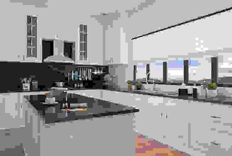 Kitchen Set Bergaya Modern Klasik By Pt Leeyaqat Karya Pratama