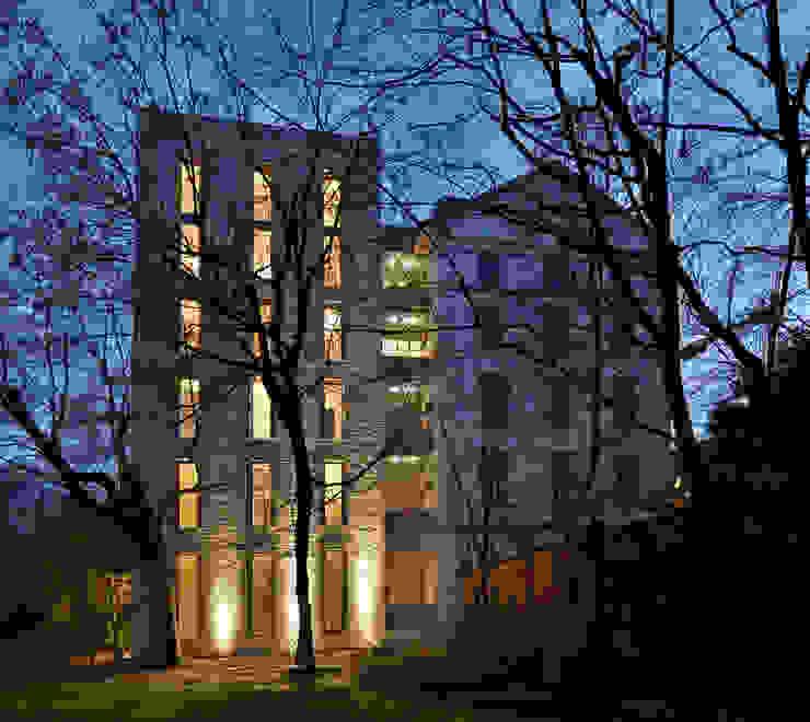 Zenale Building di FTA Filippo Taidelli Architetto Moderno
