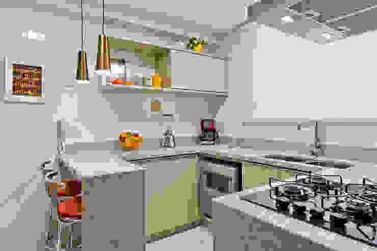 Apartamento ES Cozinhas modernas por Luciana Ribeiro Arquitetura Moderno