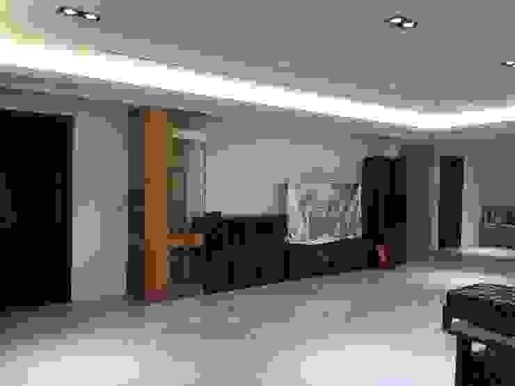 集合住宅-2 现代客厅設計點子、靈感 & 圖片 根據 houseda 現代風 玻璃