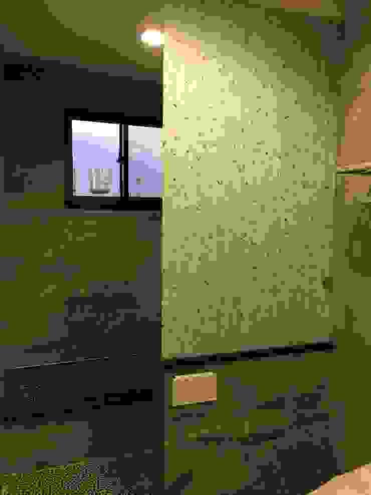 集合住宅-2 現代浴室設計點子、靈感&圖片 根據 houseda 現代風 磁磚
