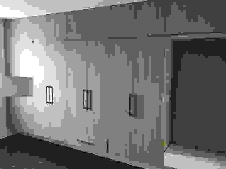 集合住宅-3 現代風玄關、走廊與階梯 根據 houseda 現代風 木頭 Wood effect