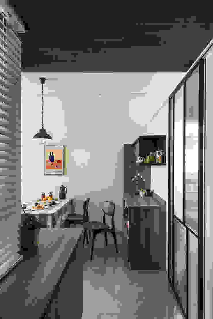 竹北/灰階暖木質感宅 現代風玄關、走廊與階梯 根據 達譽設計 現代風