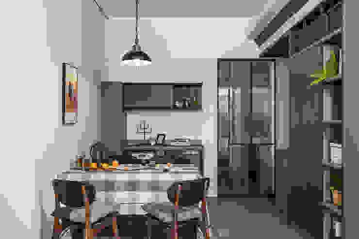 竹北/灰階暖木質感宅 根據 達譽設計 現代風