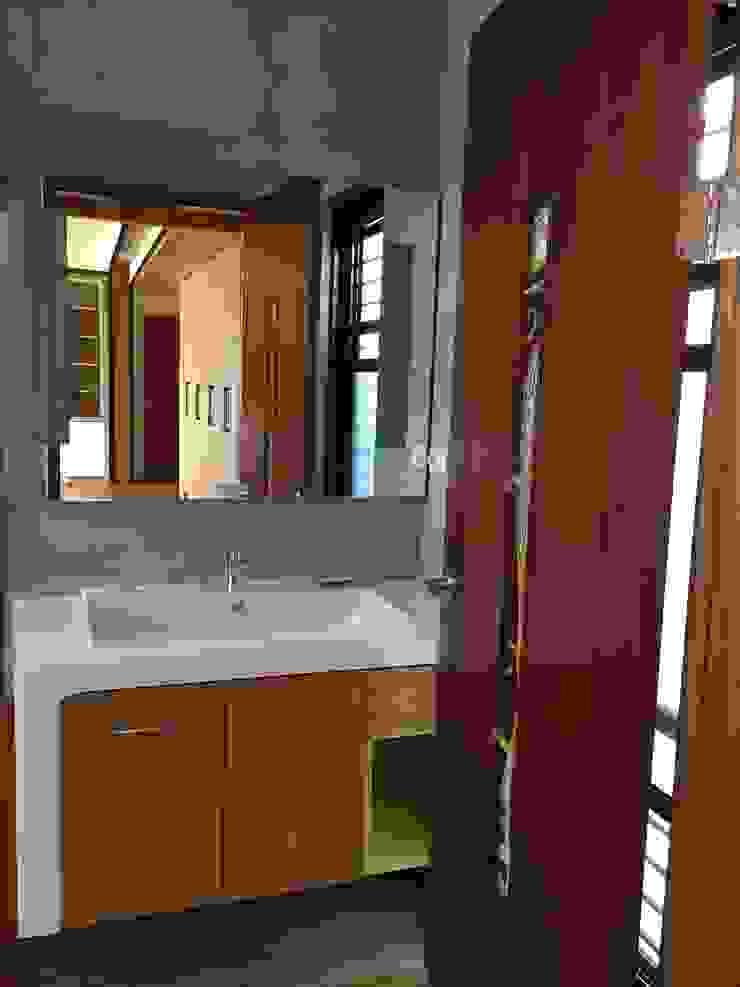 集合住宅-3 現代浴室設計點子、靈感&圖片 根據 houseda 現代風 木頭 Wood effect