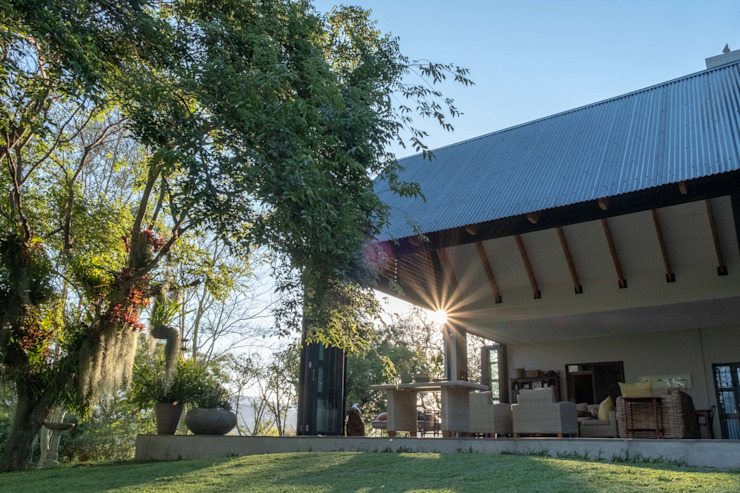 Verandah Extension by ENDesigns Architectural Studio Modern