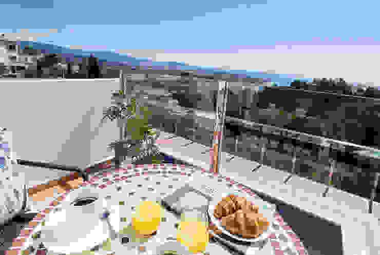 Desayuno en la terraza Home & Haus | Home Staging & Fotografía Balcones y terrazas mediterráneos