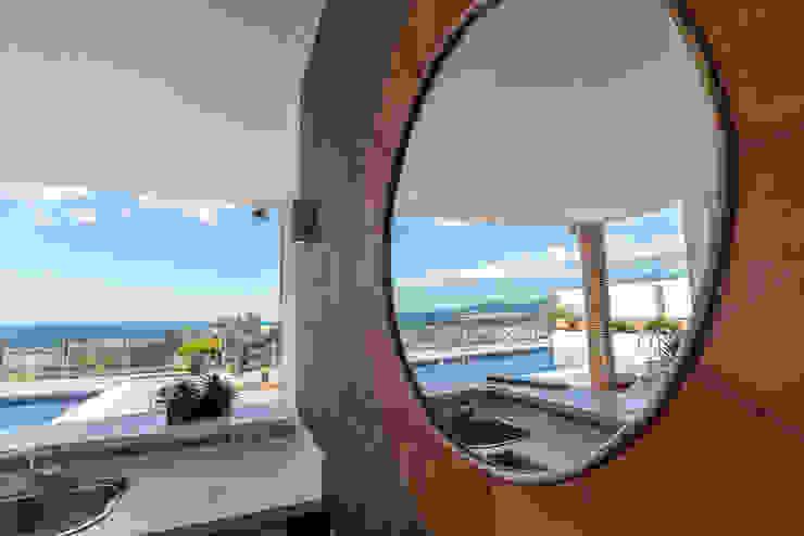 Terraza y piscina Home & Haus | Home Staging & Fotografía Balcones y terrazas mediterráneos