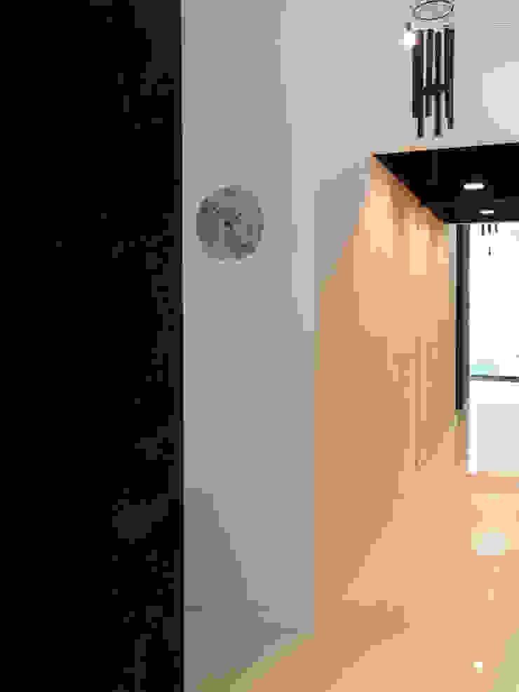 MG arquitectos Minimalist corridor, hallway & stairs