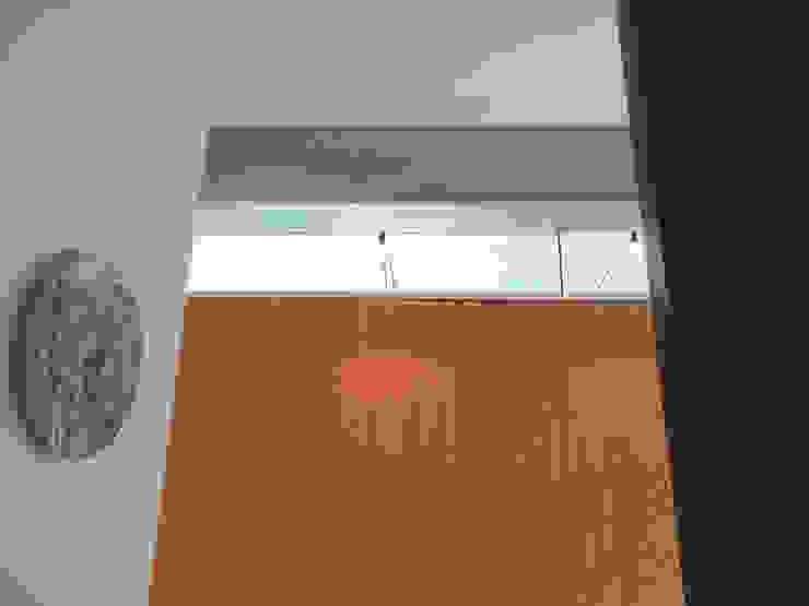MG arquitectos Modern Corridor, Hallway and Staircase