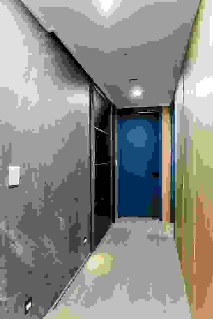 다빈710 Scandinavian style corridor, hallway& stairs Wood Grey