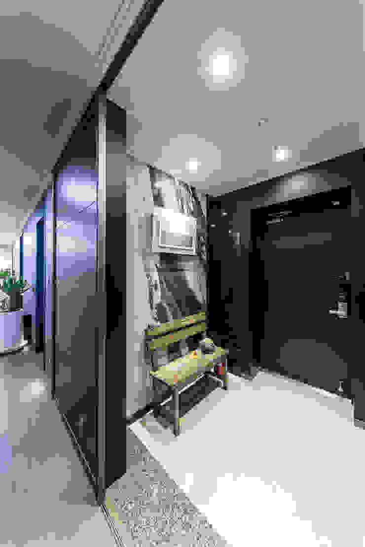 다빈710 Modern corridor, hallway & stairs Tiles Black