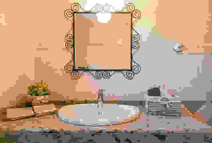 Home & Haus | Home Staging & Fotografía Rustic style bathrooms