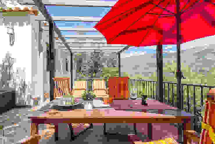 Terraza trasera Home & Haus | Home Staging & Fotografía Balcones y terrazas de estilo rústico