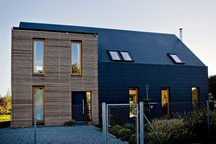 Majchrzak Pracownia Projektowa Modern houses Tiles Black