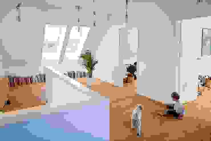 Majchrzak Pracownia Projektowa Modern corridor, hallway & stairs White