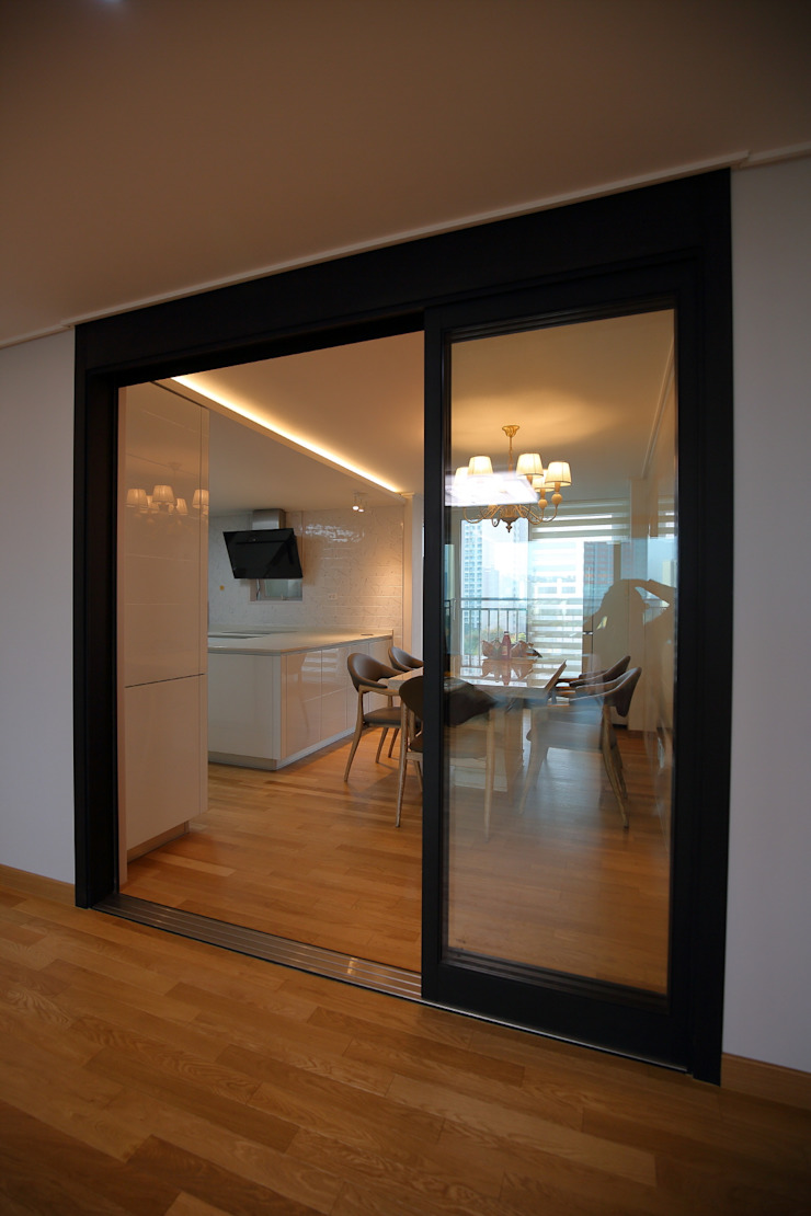 interior by INARK 서울 레이크팰리스 아파트 올리모델링 인아크 건축 설계 인테리어 디자인 미니멀리스트 주방 by inark [인아크 건축 설계 디자인] 미니멀