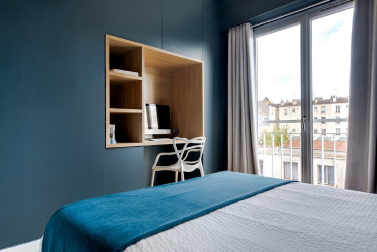 Anne Lapointe Chila Modern style bedroom Wood Blue